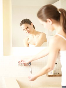 Woman looking in mirror, KATE SPLASH1.jpg